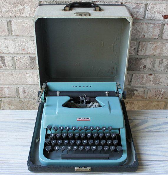 Vintage Underwood Leader Portable Manual Typewriter