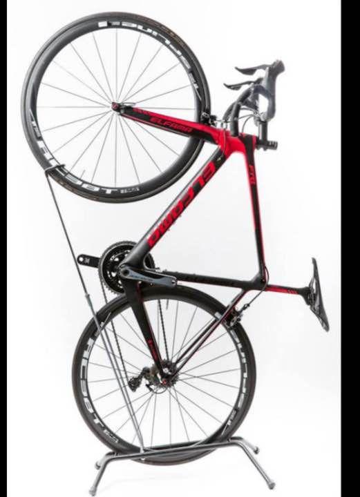 サイズ :(約)高118cm×横75cm×幅49cm ( 自転車のサイズに応じて調整ネジで伸縮自在です!) 重量 :(約)2.00kg 対応サイズ : 24~27インチ ・縦置き、横置き両方に対応できる自転車スタンドです。 ・コンパクトに設置することが可能なので、玄関や自室などの室内スペースに  おしゃれにディスプレイする事が出来ます。 ・自転車の設置方法は、自転車の後輪を土台に乗せ、 前輪をフックに引っ掛ける  だけでだれでも簡単に設置可能です。 ・上部の固定部分は自転車をしっかり支える滑りにくい素材を使用し、自転車へ  の傷を防ぎ安定して設置できます。 ・取扱説明書は、ございません。 ・直接購入して頂いてOKです! ・お値段の交渉は、遠慮下さい。