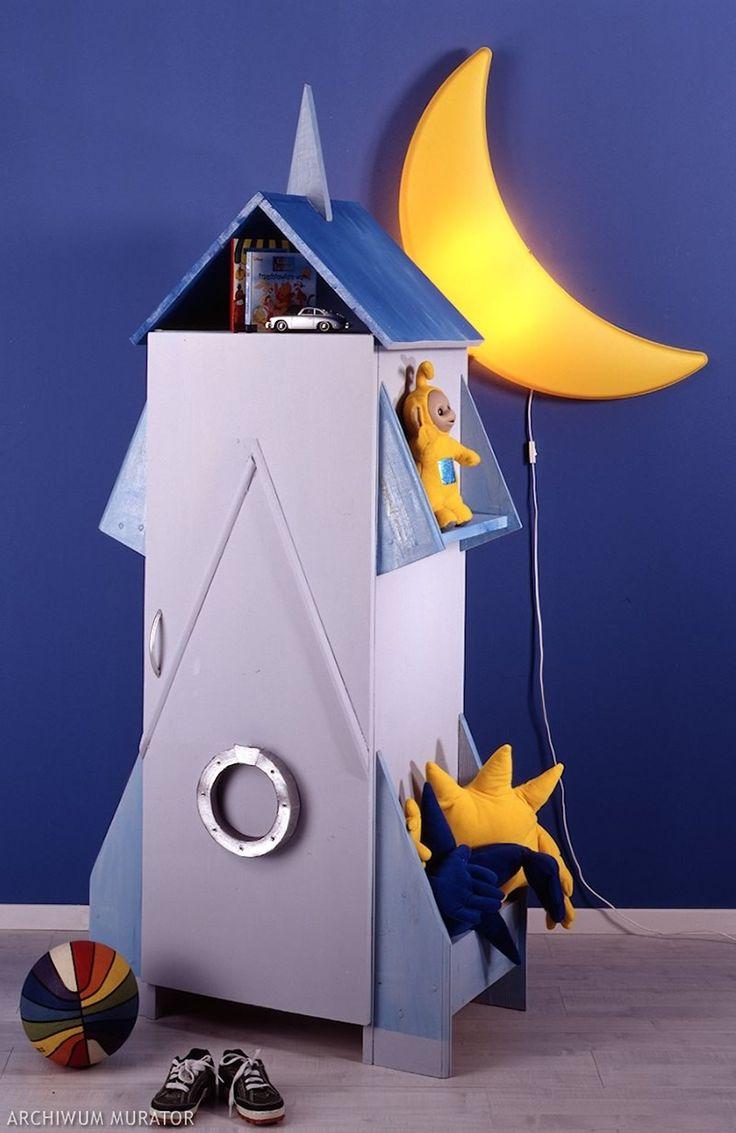 Wykonaj szafę do pokoju dziecięcego w niezwykłej formie. To doskonały sposób na okiełznanie bałaganu w pokoju dziecięcym. Pociechy same chętnie będą wkładać do niej swoje ubrania i zabawki. Zobacz nasze trzy ciekawe propozycje na dziecięcą szafę krok po kroku.