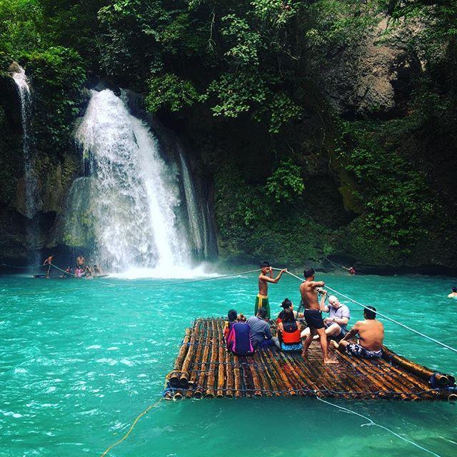 TURQUOISE BL💠E . . #kawasanfalls #kawasan #blueriver #turquoiseblue #philipines #waterfall #tourismphilippines #travel_philippines
