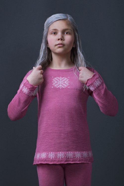 Snowstar set by MOLE - Little Norway in fine knits, magenta color reflects the northern winter sunsets. Made in 100% italian merinowool. Designed in Norway and manufactured in EU <3