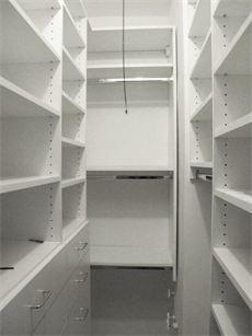 #walkin #kast #bergruimte A small walk in closet designed by