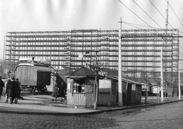 Ústredná poštová správa vo výstavbe. Zdroj: archív ÚSTARCH SAV.