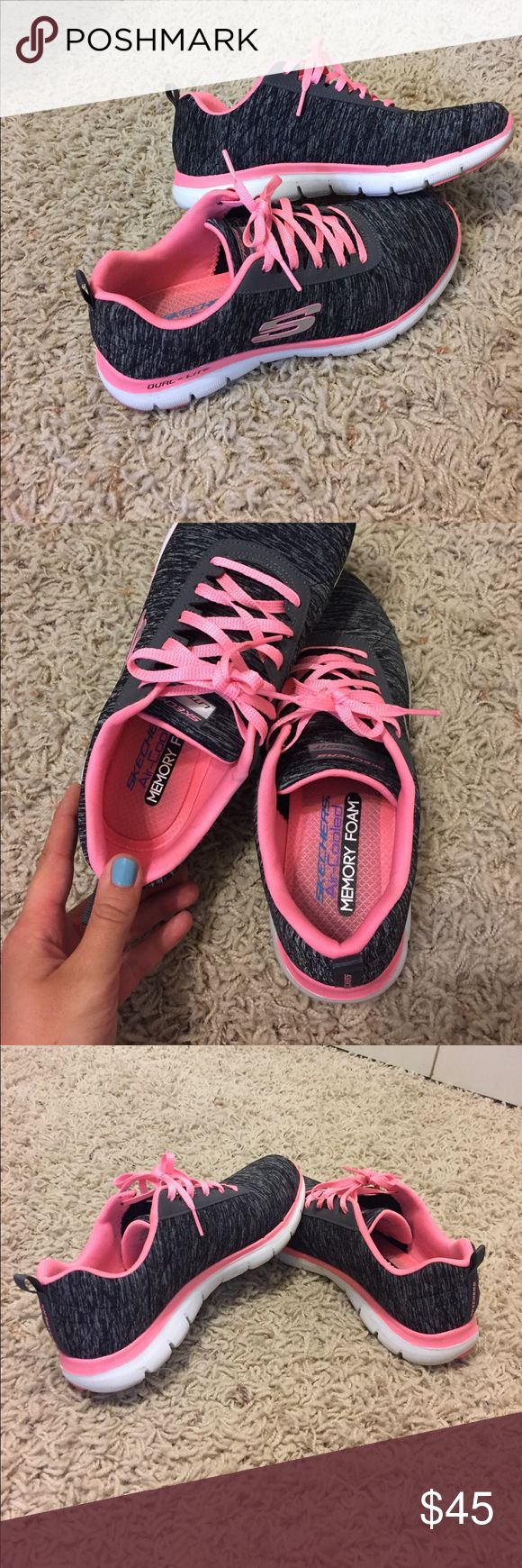 ❗️b&w/pink tennis shoes ❗️ barely worn skechers tennis shoes with memory foam sole. super comfortable & light. no problem with them, I just got a new pair of shoes and don't wear these anymore Skechers Shoes Athletic Shoes