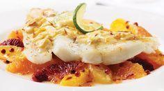 Filet de flétan, sauce safranée au vin blanc sur salade mixte d'agrumes | Recettes IGA | Poisson, Crème, Recette facile