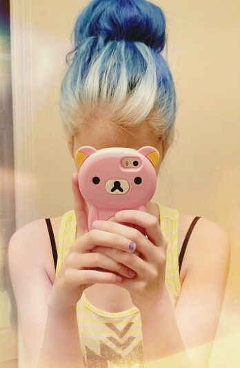 Blonde and blue hair.  Seeing this makes me so tempted to bleach my hair out the rest of the way.