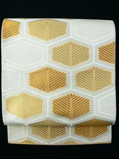 White Fukuro Obi, Gold Tortoiseshell and Pine Leaves Pattern / 白地 金の亀甲松文様 六通袋帯 【リサイクル着物・アンティーク着物・帯の専門店 あい山本屋】