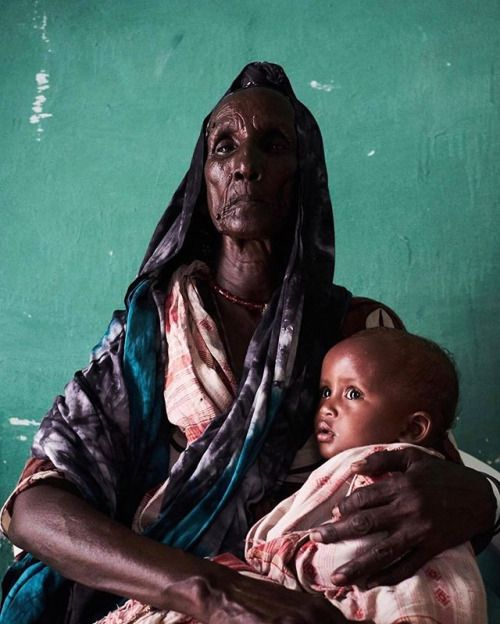 Khadija M Farah (@farahkhad) titles this image Madonna and Child. Halima Jama Samatar 80 [is] a resident of #Eyl #Somalia Farah says She takes care of 12 children (9 of whose mothers died & 3 lost their fathers). With no source of income she still finds ways to support her family. 'There has been a drought in all aspects of our life not just rain or loss of livestock. It has been a difficult journey. Halimas story her poise & grace made me think about what it means to be a mother during the…