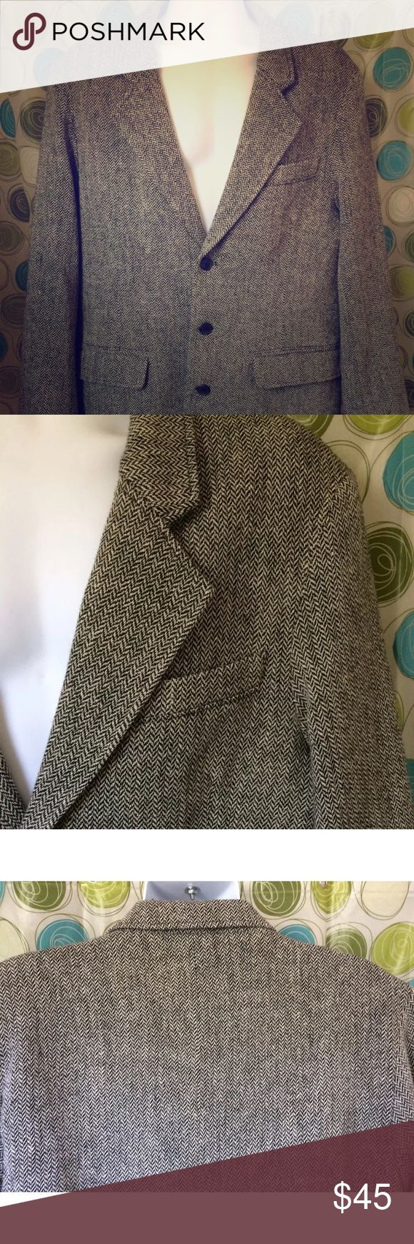 THE TERRITORY AHEAD Mens wool Blazer herringbone L Gorgeous Territory Ahead classic Herringbone tweed jacket  3 button style  Excellent like new condition  Size Large (40-42)  No issues with outside or lining. The Territory Ahead Suits & Blazers Sport Coats & Blazers