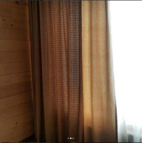 для оформления этого окна дизайнер @shtory_jaluzi_karnizy_sochi сшила две #ткани рогожку и фактурную хлопковую #ткань HL JANE коллекция TOM II #galleria_arben #декорокна #шторы #портьеры #fabric #ткани