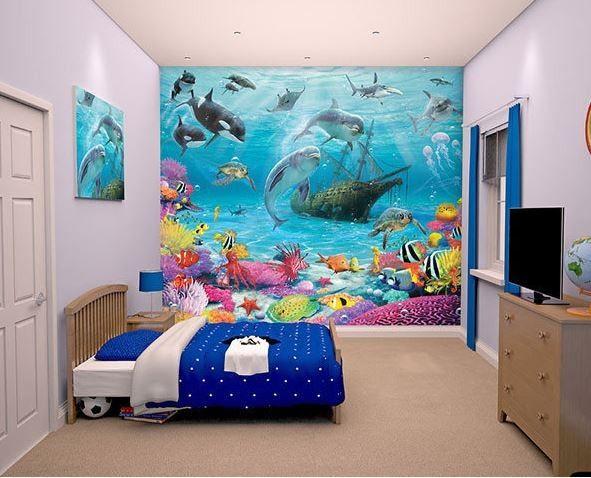 Ga als een duiker of zeemeermin mee naar de bodem van de zee maar pas op voor de haaien en orka's. Zwem met de dolfijnen en ga op zoek naar de verloren schat.Een geweldige print met prachtige kleuren.Door het 3D effect geeft het de speel,- game of slaapkamer een ruimtelijke uitstraling. Slechts 12 behangvellen zijn er nodig om een kinderkamer om te toveren.De totale afmeting van het behang is 243,8 cm x 304,8 cm.