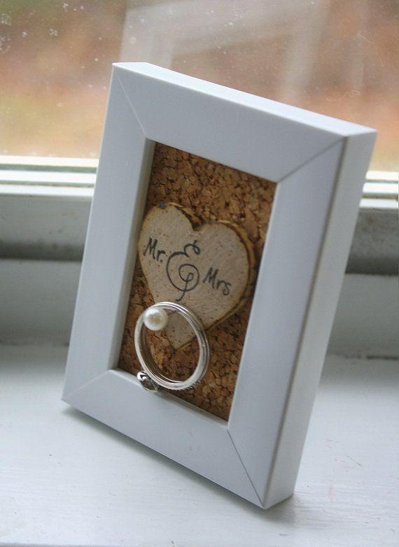 Wedding Ring Holder Frame Rustic Shabby Chic par thepaperynook