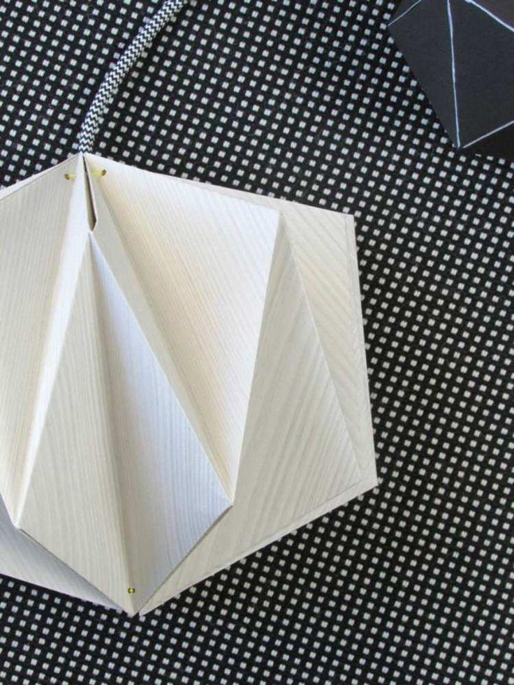lampe origami à suspendre au plafond - un abat-jour en papier plié en 3D en blanc
