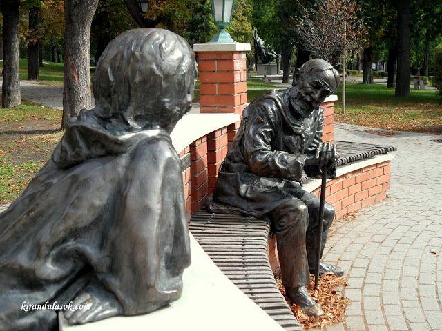 Jókai Mór író szobra Budapest, Svábhegy, Jókai-kert http://www.kirandulasok.com/2012/12/a-jokai-kert.html