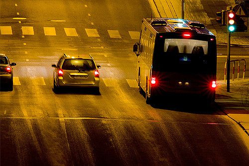 bus_stop_&_start_race | City bus stopped on the traffic ligh… | Flickr