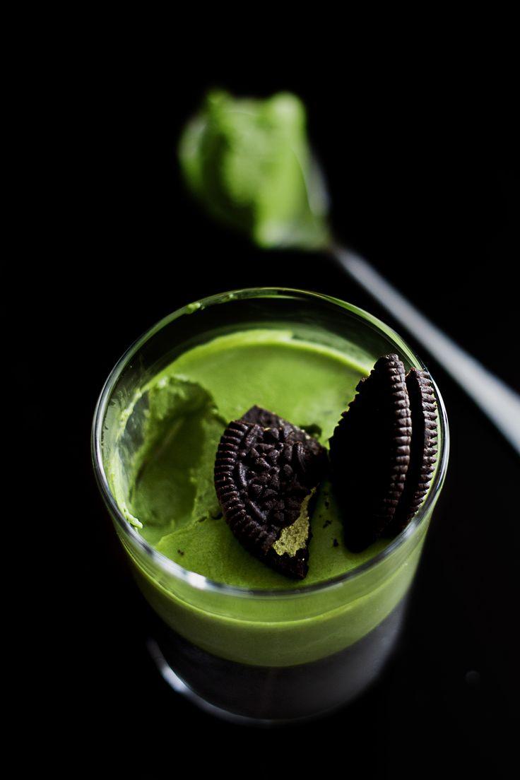 Pannacotta bi-goût au thé matcha, sésame noir et oréos
