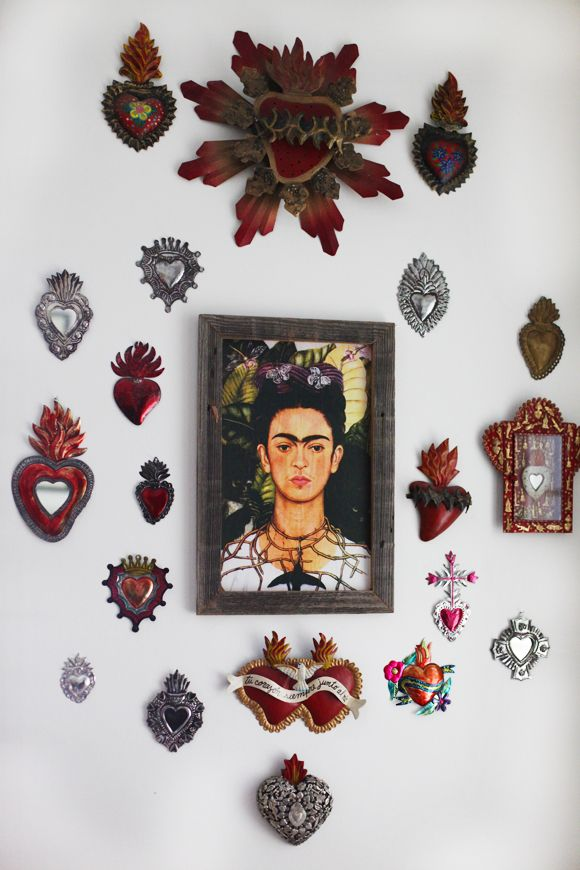 What better way to honour the genius of Mexican artist Frida Kahlo than surround her portrait with decorative objects of Mexican origin. By restricting the tonal range to deep reds and silver the arrangement takes on the feel of an art installation.