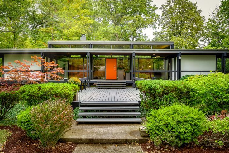 Award-Winning Mid-Century Modern Masterpiece in St. Catharines Sells for Just Over $1M