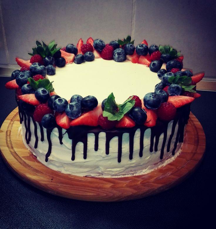 raspberry ,strawberry ,blueberry ,cake,mascarpone,white chocolate
