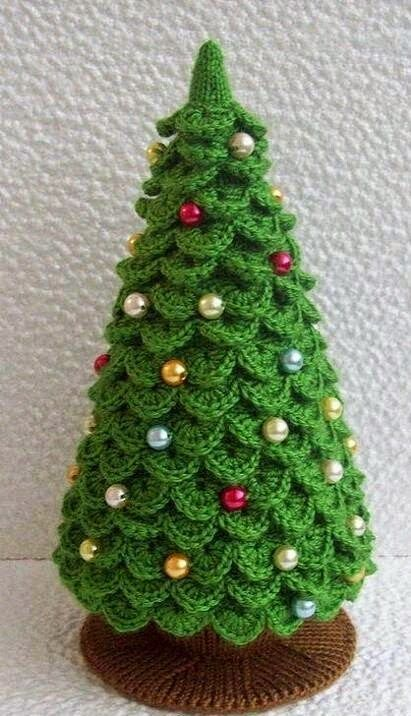 Albero di Natale a uncinetto – Spiegazioni.  I would love to make this craft someday!!!
