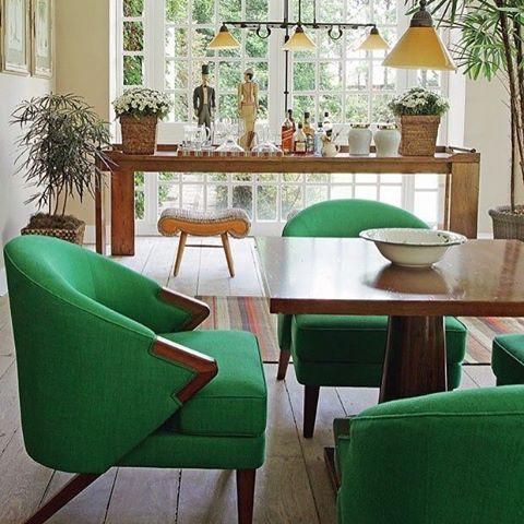 Luz e verde no cantinho que pode ser usado para o chá, cartas ou apenas um lugar de bate papo tranquilo... Inspiração Vogue!! . #luxury #luxodecor #inspiracão #decoração #decoration #architecture #homedecor #inspiration #interiors  #arquitetura  #style #urbano #arte #designinteriores #territoriodecor #tendencia #decoragoiania #estilo #dicasdedecoração #vintage #mesaposta #amigas #amor #happy #beleza
