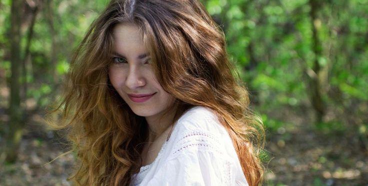 Paksut ja ilmavat hiukset ovat aina muodissa. Lue, kuinka saavutat tuuhean tukan.   http://www.kauneusjaterveys.fi/kauneus-tyyli/hiukset-kynnet/nain-loihdit-tuuheat-hiukset