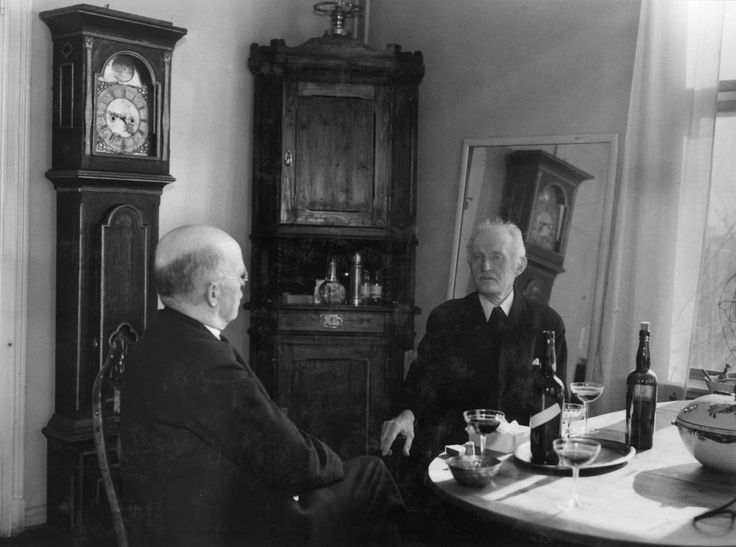 Anders Beer Wilse - Norsk Folkemuseum, Edvard Munch fotografert på Ekely i 1937, antakelig i samtale med fotograf Anders Beer Wilse