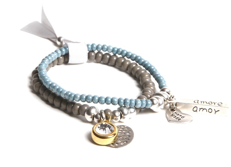 Don't you just love this? Bracelet in ice blue...