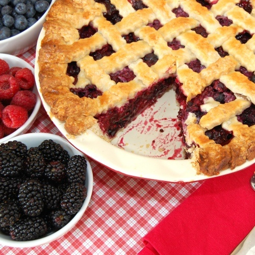 triple berry pie {if you use her basic pie dough recipe, you don't even need to wait to chill it!}