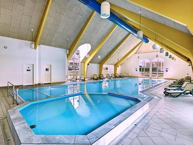 Schwimmbad im H+ Hotel Ferienpark Usedom – Offizielle Webseite – H-Hotels.com
