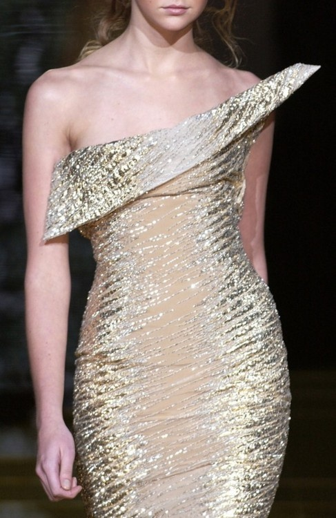 Elie Saab Spring 2006 Gold Dress #2dayslook #lily25789 #GoldDress www.2dayslook.com