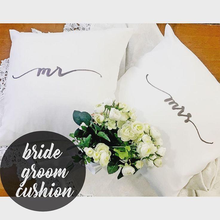 結婚式の中座で新郎新婦が席を離れているタイミングも高砂をかわいくデコレーションしてくれるアイテム高砂クッション今おしゃれな花嫁のあいだでDIYするのが流行中なのです材料さえ揃えば切って貼ってアイロンするだけの簡単DIY  作り方は記事をチェック @archdays プロフィールから記事にとべます  #mrmrs #mrmrsクッション #ミスターアンドミセス #高砂 #高砂席 #高砂ソファ #高砂ソファー #高砂装飾 #クッションカバー #クッションカバー作り #クッションカバー手作り #アイロンプリント #アイロンプリントシート #ブラッシュレタリング #ブラシレタリング #ハンドレタリング #レタリング #モダンカリグラフィー #ウェディング装飾 #会場装飾 #手作り装飾 #プレ花嫁diy #花嫁diy #diy花嫁 #ウェディングdiy #diyウェディング #ウェディング準備 #手作りウェディング #手作りウェディングアイテム #archdays