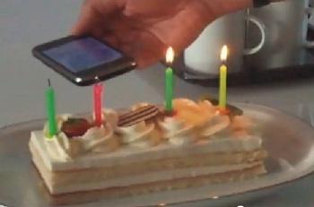 Spegnere le candeline della torta e sventolarci con Iphone Ipad e Ipod