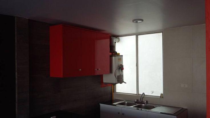 Busca imágenes de diseños de before_photo estilo }: Cocina despensa empotrada. Encuentra las mejores fotos para inspirarte y y crear el hogar de tus sueños.