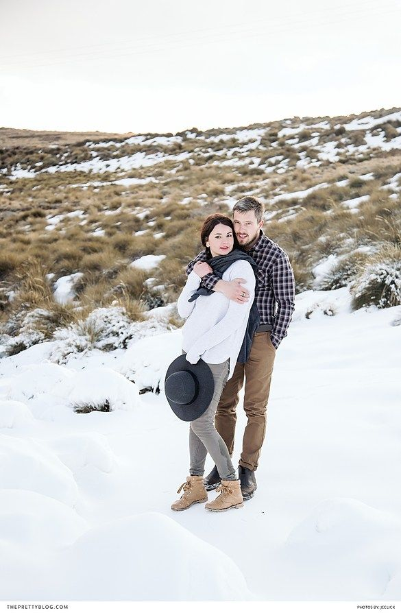 Engagement shoot in the snow with checkered tops and boots | JCclick |