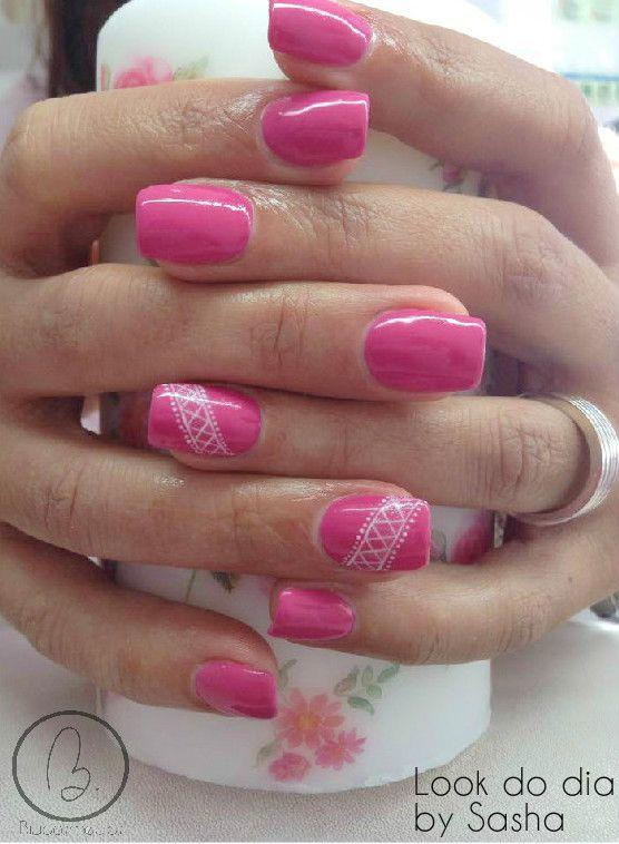 Hoje no nosso #lookdodia temos o trabalho da nossa técnica Sasha Crane-Smith, um look em pink néon com um toque romântico da renda desenhado por a nossa técnica!! :) Para adquirir o artigo da imagem pode aceder ao nosso site: http://biucosmetics.com/ As cores utilizadas pode visualizá las no link abaixo: http://biucosmetics.com/neon-pastel-rose.html Nail art: http://biucosmetics.com/tinta-acrilica-snow-white-10ml.html