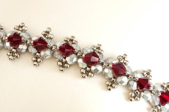 Cristal corona Beadwoven Seed Bead Bracelet en Siam cristales Swarovski rojo y…