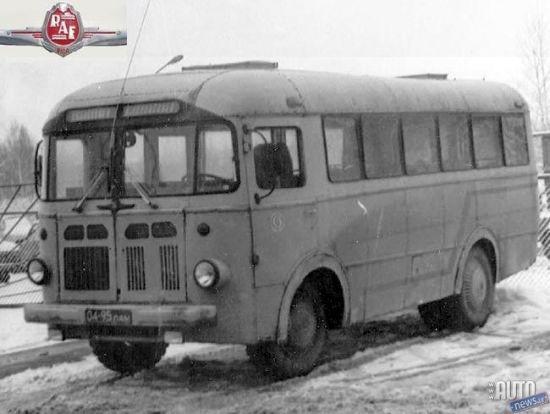 """""""RAF 251"""" mūžs bija visai īss, lai gan tam pastāvēja arī īpašas kravas autobusa…  [ (C) 2017 Corrected by Supertick57]"""