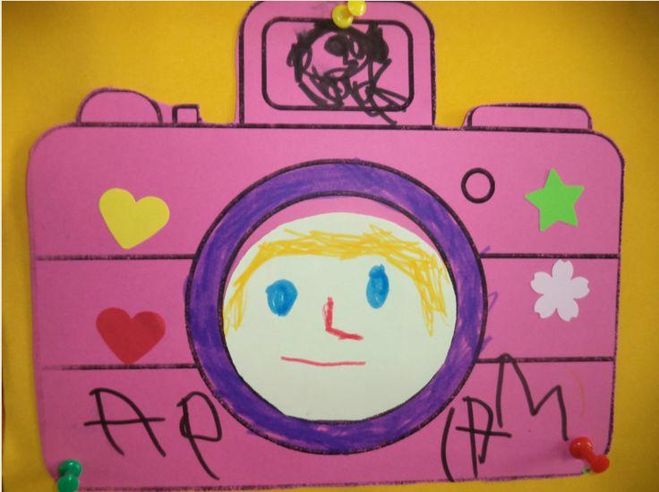 ...Το Νηπιαγωγείο μ' αρέσει πιο πολύ.: Παρουσιάζω τον εαυτό μου....μαθαίνω το όνομά μου ...βγαίνω φωτογραφία!!!