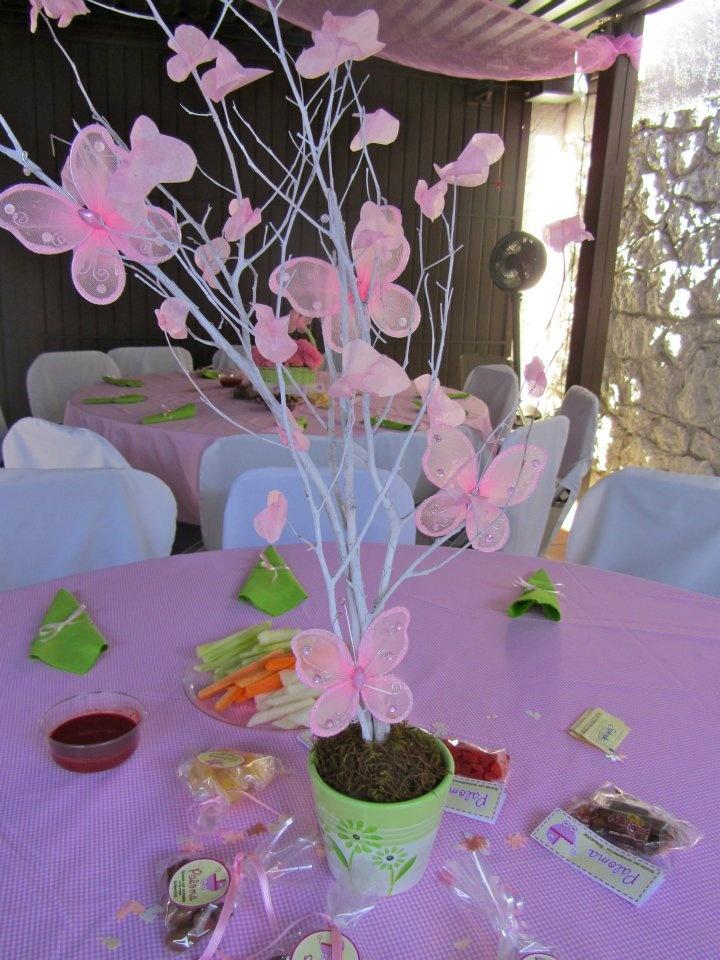 bautizo nina!!! mariposas y hojitas de papel china
