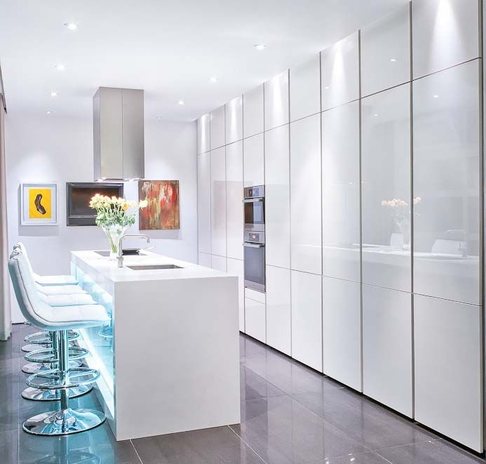 Compact ultra high gloss kitchen fitted by Urban Myth