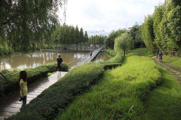The Floating Gardens—-Yongning River Park, Taizhou City, Zhejiang Province, China by Turenscape.