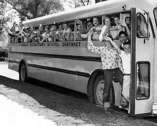 30 Photographs Show What School Buses Looked Like In The 1950s And
