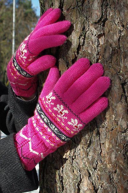Ravelry: Pitsikuduja's Muhu gloves