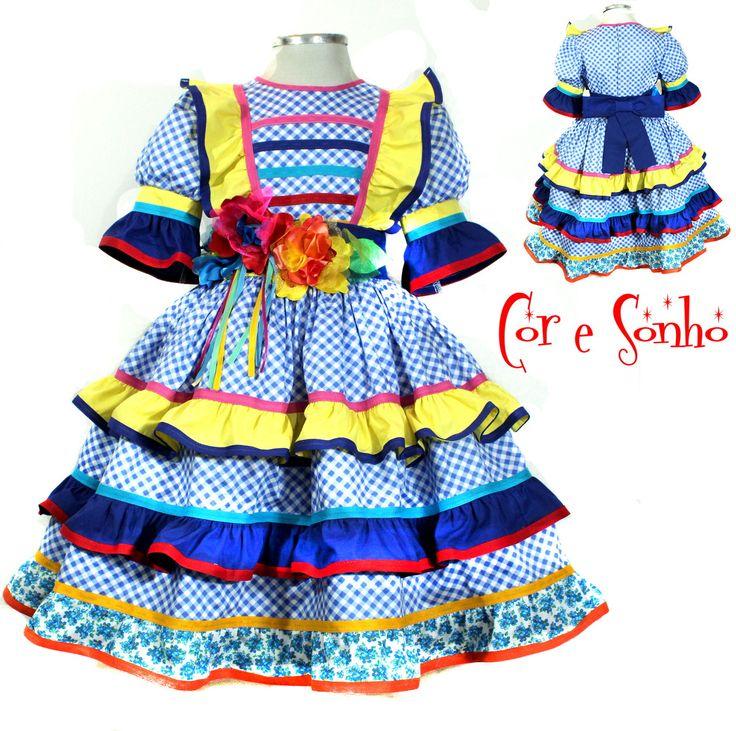 Vestido exclusivo para a festa Junina de meninas. Todo confeccionado em material 100% algodão de ótima qualidade e flores bordadas de tecidos variados.  Contém uma saia anágua separada de filo para armar a roda do vestido.  O cinto tem ajuste de tamanho.  Escolha os tamanhos:  2, 4, 6, 8 ou 10.
