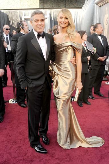 Stacy Keiber de Marchesa. Mas quem se importa com o vestido quando se tem George Clooney como 'acessório'? (Oscar 2012)