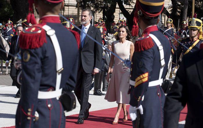 Los Reyes Arrancan Su Visita A Argentina Con Una Cálida Bienvenida De Mauricio Macri Y Juliana Awada Mauricio Macri Macri Cena De Gala