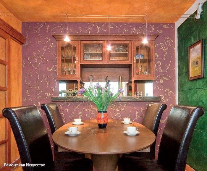 Объемные узоры на стене. Пошаговый мастер-класс внутренней отделки  Для объемной отделки стены вам нужно немного свободного времени и терпение, ведь декорирование стен – занятие трудоемкое. Интересным способом объемной отделки стен является нанесение узора по трафарету и его дальнейшее окрашивание. Можно купить готовую массу для создания рельефа или же выполнить его из гипсовой шпаклевки. Трафареты тоже продаются в магазинах, но подходящий удается найти не всегда. Мы покажем, как изготовить…