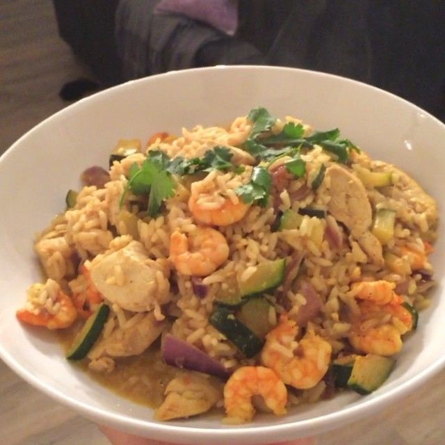"""Try this chicken and prawn egg fried rice with curry powder Tastes unreal and a great post workout refuel meal #Leanin15"""