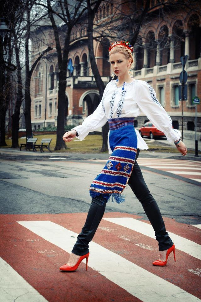 Traditional Romanian dress | crosswalk